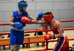 (2) Первый бой на соревнованиях. В ринге Владислав Тимиров (в синей форме)