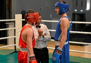 (2) 1-ый день. На ринге Александр Савкин (в синей форме)