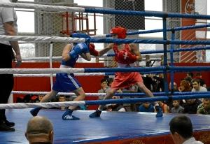 2 (3) Четвертьфинал. На ринге Андрей Дёмшин (в красной форме)