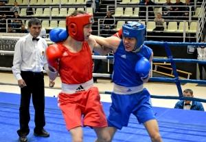 (3) Четвертьфинал. В ринге Владислав Тимиров (в красной форме)