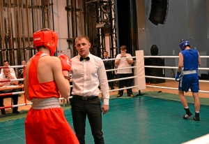 (6) 2-ой день. Сопернику Ивана Коломина отсчитывают нокдаун