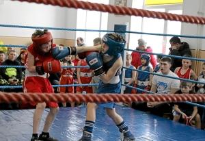 3 Момент боя с участием Андрея Рыбникова (справа)