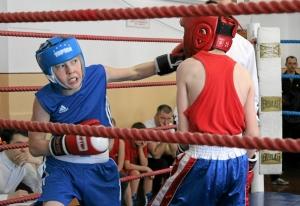 7 Момент боя с участием Егора Пономарева (слева)