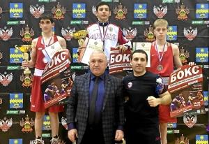 (2) На пьедестале почета Вячеслав Горбунов (крайний справа)