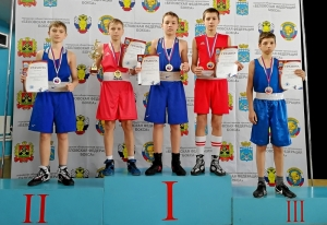 (6) На пьедестале почета призеры соревнований среди юношей 13-14 лет
