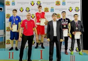 (7) Награждение весовой категории до 57 кг среди юношей 15-16 лет. Победитель Иван Балашов, третий справа Президент Федерации бокса Белова