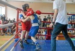 (11) Момент боя Андрея Рыбникова (в синей форме)