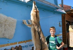 8 Юный охотник с добычей - шкурой волка