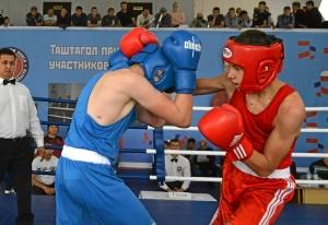 (31) Финал. Момент боя Артема Алексеенко (в красной форме)