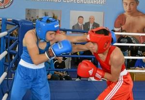 (8) Полуфинал. Момент боя Артема Алексеенко (в красной форме)
