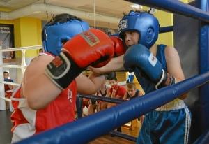 (10) Момент боя Сергея Скачкова (в синей форме) против Андрея Файзулина