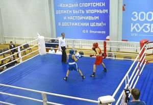 (10) Четвертьфинал. На ринге Андрей Демшин (в синей форме)