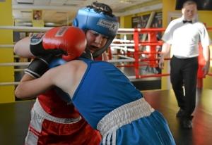 (17) Момент боя Сергея Скачкова (в синей форме) против Андрея Файзулина