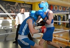 (30) Момент боя Егора Пономарева (в красных перчатках) против Сергея Чепли