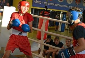 (32) Момент боя Артема Алексеенко (в красном шлеме) против Данила Радченко