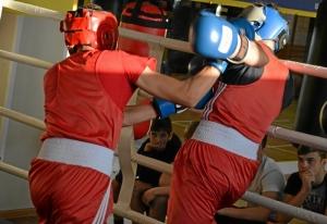 (33) Момент боя Артема Алексеенко (в красном шлеме) против Данила Радченко