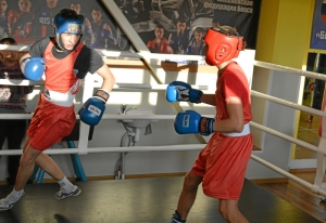 (36) Момент боя Артема Алексеенко (в красном шлеме) против Данила Радченко