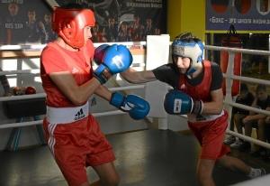 (37) Момент боя Артема Алексеенко (в красном шлеме) против Данила Радченко