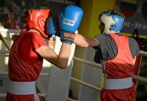 (38) Момент боя Артема Алексеенко (в красном шлеме) против Данила Радченко