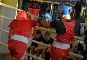 (39) Момент боя Артема Алексеенко (в красном шлеме) против Данила Радченко