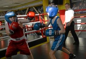 (8) Момент боя Сергея Скачкова (в синей форме) против Андрея Файзулина