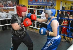 (10) Момент боя Коли Батина против Ильи Жданова (справа)