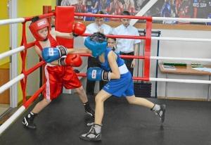 (13) Момент боя Зелима Близнюка (в красной форме) против Егора Шелкова