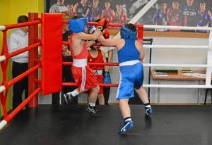 (15) Момент боя Кирилла Арнаутова (в красной форме) против Андрея Файзулина