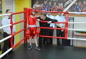 (2) Первый бой Саши Балашова. Секундирует старший брат - трехкратный победитель первенства Кузбасса