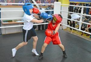 (6) Момент боя Вани Лаврищева против Кости Хана (справа)