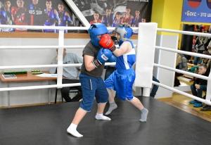 (7) Момент боя Ильи Новикова против Вани Коваленко (справа)