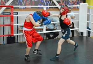 (8) Момент боя Вани Эрета против Вани Белова (справа)