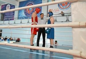 (4) Четвертьфинал. Александр Шульц (в синей форме) перед началом боя