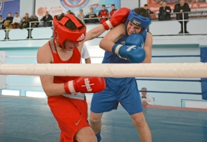 (5) Полуфинал. Момент боя Ивана Коломина (в красной форме)