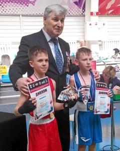 Победитель соревнований - Матвей Эрет (крайний слева)