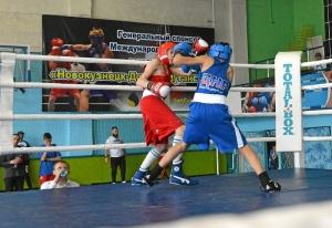 (11) На ринге Егор Пономарев (в красной форме)