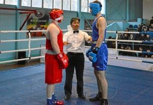 25 Александр Шульц (в красной форме) - первая международная встреча