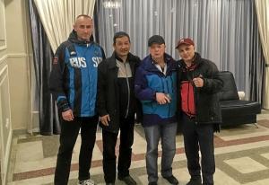 31 С Шайбеком Карагазиевым (второй справа) - мастер спорта СССР международного класса, бывший тренер национальной сборной Киргизии