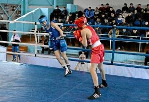 36 Финал. На ринге Андрей Дёмшин (в красной форме)