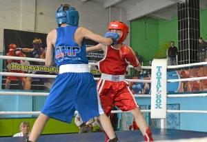 (4) На ринге Матвей Мулявин (в красной форме)