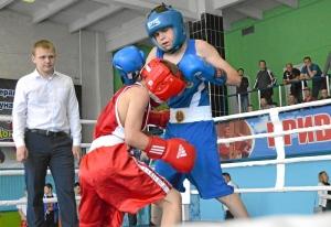 (5) На ринге Матвей Мулявин (в красной форме)