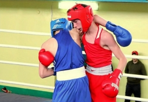 (10) Финал. На ринге Андрей Демшин (в синей форме)