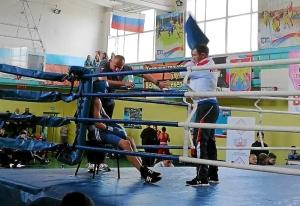 (4) На ринге Андрей Демшин (в синей форме)