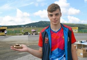 (40) Кандидат в мастера спорта Иван Балашов любит в свободное время поиграть в танчики