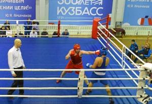 2 Полуфинал. На ринге Александр Шульц (в красной форме)