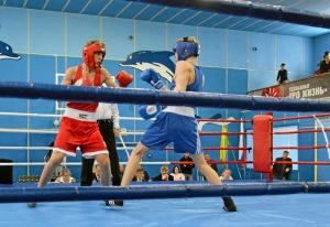 1 На ринге Вячеслав Горбунов (в синей форме)