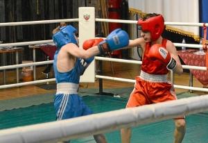 (4) Финальный бой Матвея Мулявина (в красной форме) с сильнейшим боксером России в этом весе