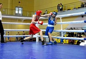 (4) На ринге Егор Пономарев (в красной форме)