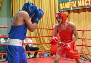 (3) Предварительные бои. На ринге Андрей Демшин (в красной форме)