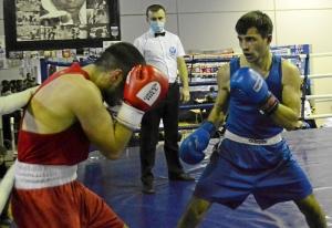 (3) Четвертьфинал. В ринге Владислав Трофимов (в синей форме)